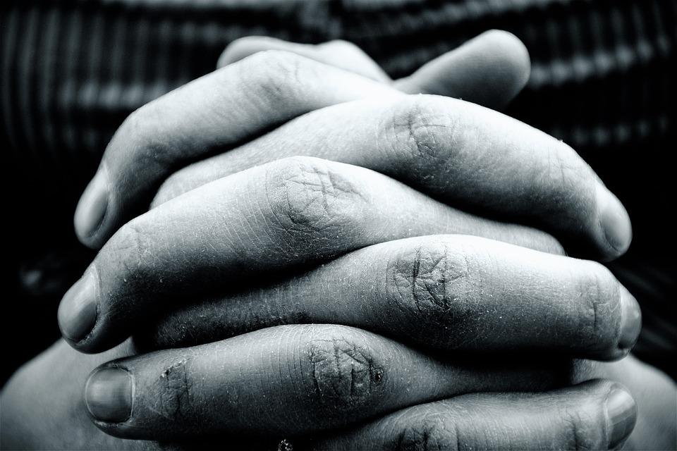hands-2274255 960 720